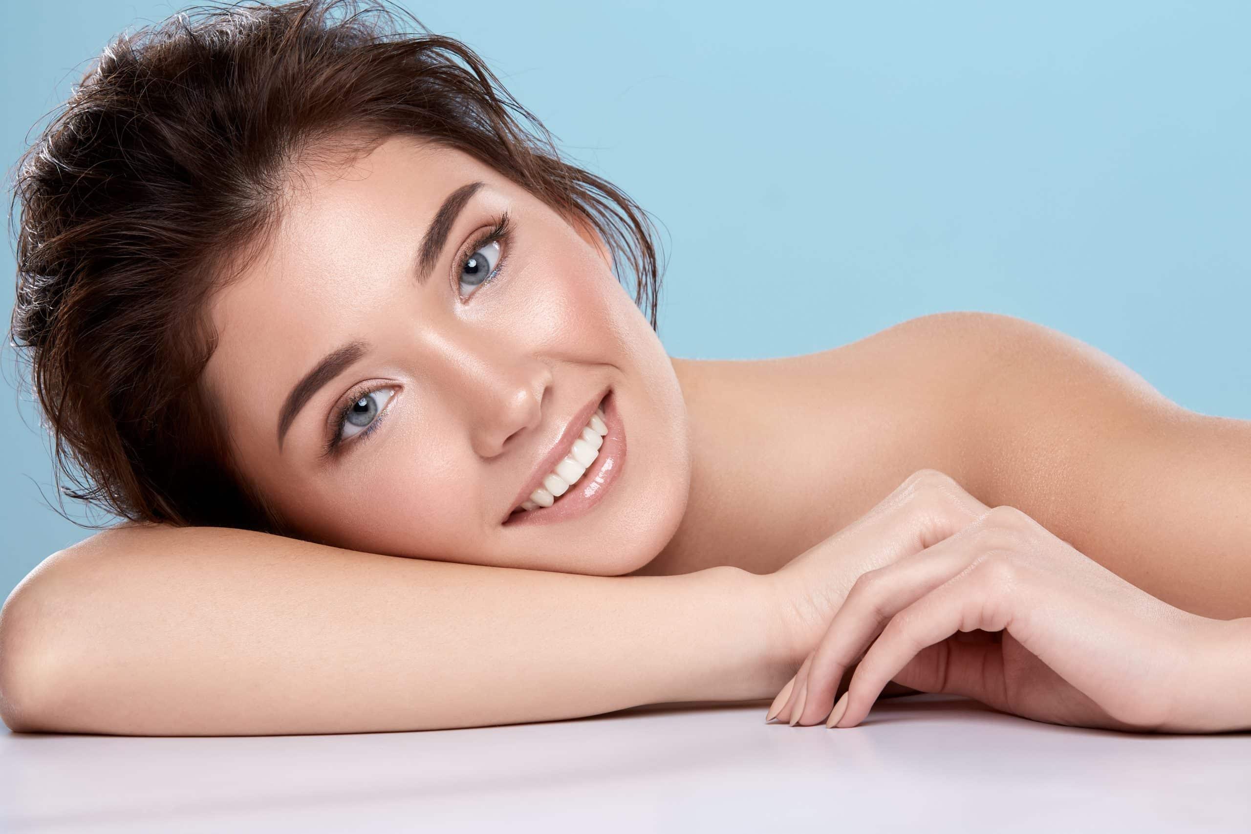 model permanente makeup